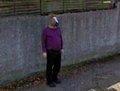 高清:谷歌街景里搞笑镜头 戴马头面具的男子