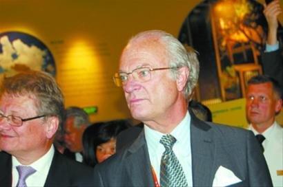 瑞典国王获瓦尔德内尔乒乓球 与机器人PK球技