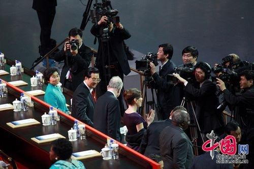 图文:胡锦涛出席2010年上海世博会开幕式