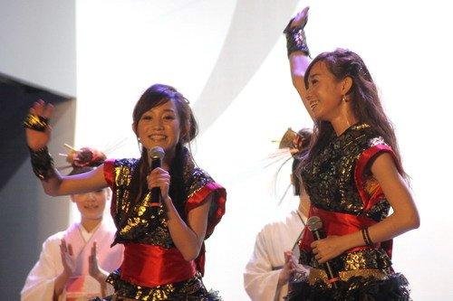 中国双胞胎美少女领衔日本偶像组合热舞世博
