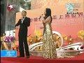 视频:刘德华韦唯演唱《世界在这里相聚》