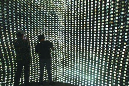 世博展馆处处高科技 0.5毫米厚门票大有学问