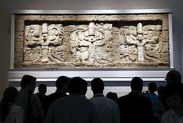 墨西哥馆玛雅石碑引围观 首次跨出国门参展