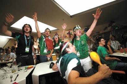 墨西哥馆助威世界杯揭幕战 馆长前往观战