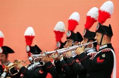 图文:世博昨迎意大利馆日 宪兵乐团征服观众