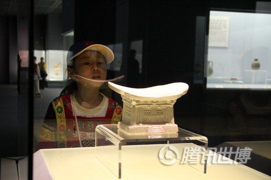 山城娃游上海博物馆和外滩 体味千年瓷文化