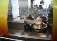 最牛机器人主厨 烧菜之后会刷锅