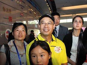 李宁第五次进世博园 给孩子当导游成世博专家