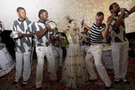 中国孔雀舞邂逅巴西桑巴 中西共舞点燃巴西馆