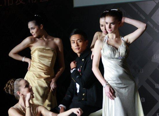 黄宗泽沪上代言显绅士气概 世博会最想看中国馆