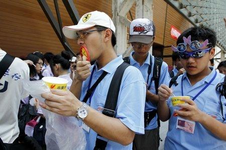 台北馆拿出家乡冰淇淋 款待千人夏令营小客人
