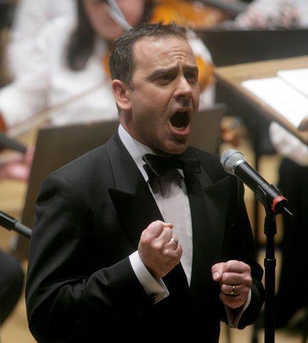 爱尔兰跨界乐团乐扬英国馆 掀起世博闭幕高潮