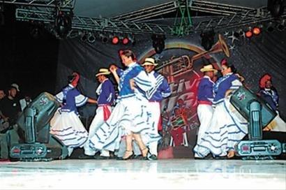 多米尼加今迎国家馆日 献演传统梅伦格舞蹈
