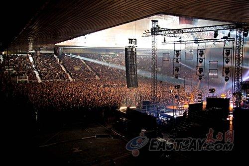 """西班牙""""U2""""空降世博 摇滚天王费托亮相(图)"""