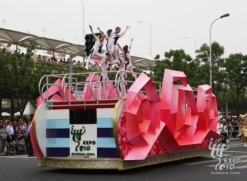 海宝机器人再度亮相 上海周巡游完美谢幕