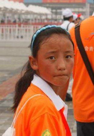 """玉树藏族女孩投身环保 成为""""最美世博女孩"""""""