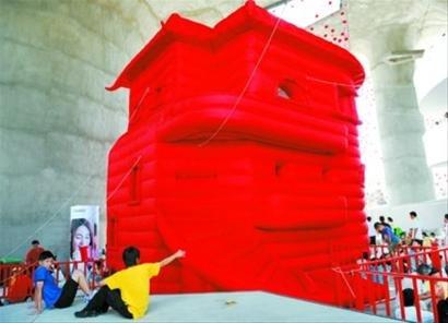 """瑞士馆展创新设计作品 游客可走进""""城堡"""""""