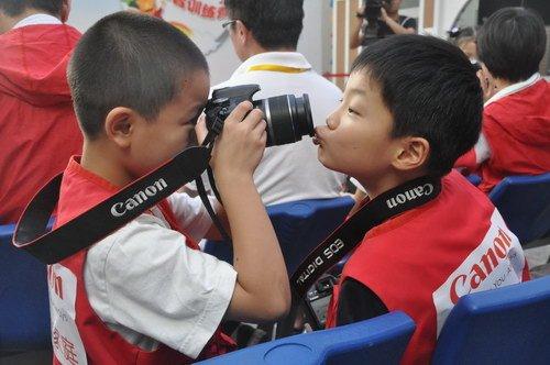 佳能小记者训练营 让孩子摄影记者梦成真(图)