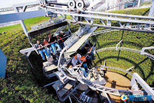 瑞士馆游客排队3小时只为体验疯狂的缆车