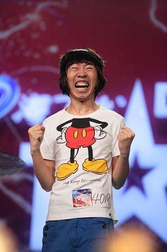 15时达人秀选手面膜帝杨迪、胖女孩蔡岫做贴表情图搞笑图片