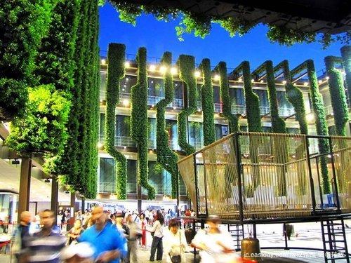 法国馆第8888888名观众可携伴游巴黎