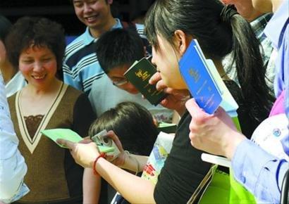 世博护照热销 网上6千元叫卖全印章护照
