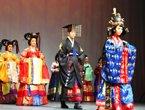 高清:韩国服饰秀精彩瞬间 传统与现代相融合