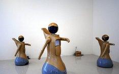 震旦馆机器人可古典集体舞表演