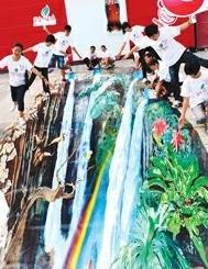 图文:可口可乐馆环保3D画呼吁保护水资源