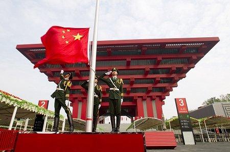 上海世博会昨升起第5506面旗(图)