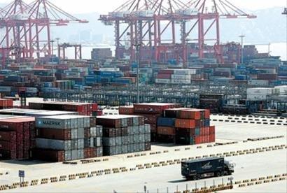 上海港今年前8月首超新加坡港成世界第一大港