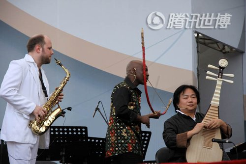 四大洲音乐家同台竞技 长胡子长发掀起宇宙风