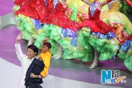 两位玉树地震灾区的藏族小朋友亮相世博开幕式