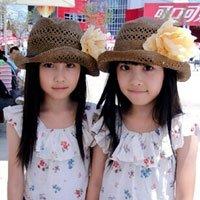 超萌台湾明星双胞胎萝莉游世博