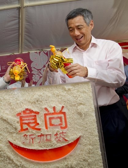 """新加坡美食节登陆上海 总理李显龙亲""""下厨"""""""