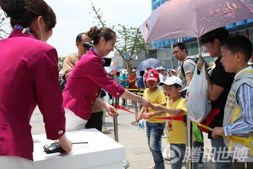 石油馆礼仪:为上海世博会微笑延期跨国婚礼