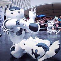 法国馆机器人跳舞娱乐观众