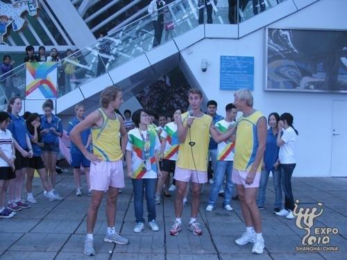 瑞典馆上演时尚百人健康操 共同体验运动之乐