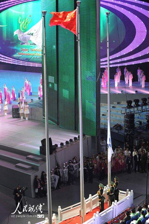 图文:上海世博闭幕式 国际展览局旗交接仪式