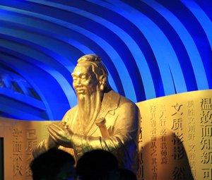 山东馆内孔子像