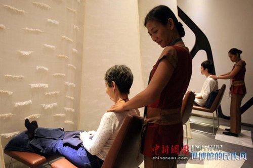 菲律宾馆:免费按摩 吕宋美食受追捧