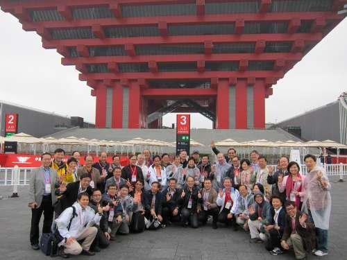 香港议员世博行满载而归 游中国馆叹为观止