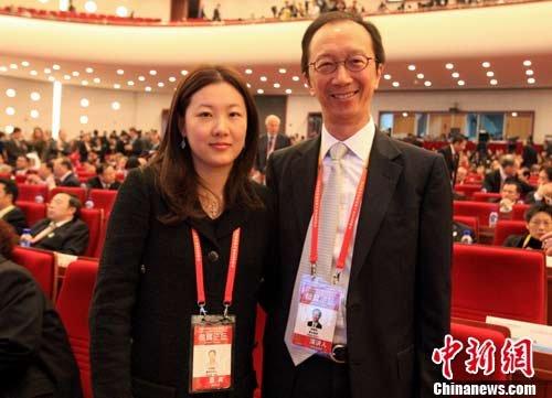图文:梁锦松、伏明霞出席上海世博高峰论坛