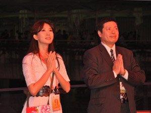 林志玲在世博台湾馆祈福