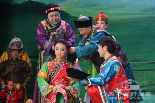 内蒙古活动周:《蒙古族婚礼》吸引八方来客