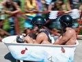 高清:古巴举办别开生面的自制汽车比赛