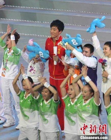 图文:刘翔助阵2010年上海世博会闭幕式