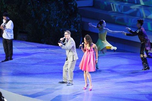 2010上海世博开幕式 美国歌手演唱英文主题歌