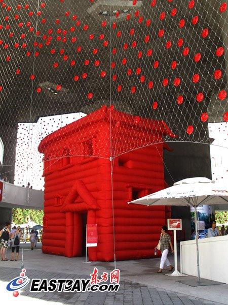 瑞士馆创新设计展 中瑞同铸充气城堡惹人爱