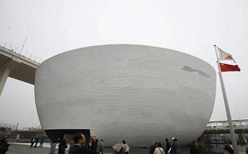 百名芬兰大学师生坐火车来上海参观世博会